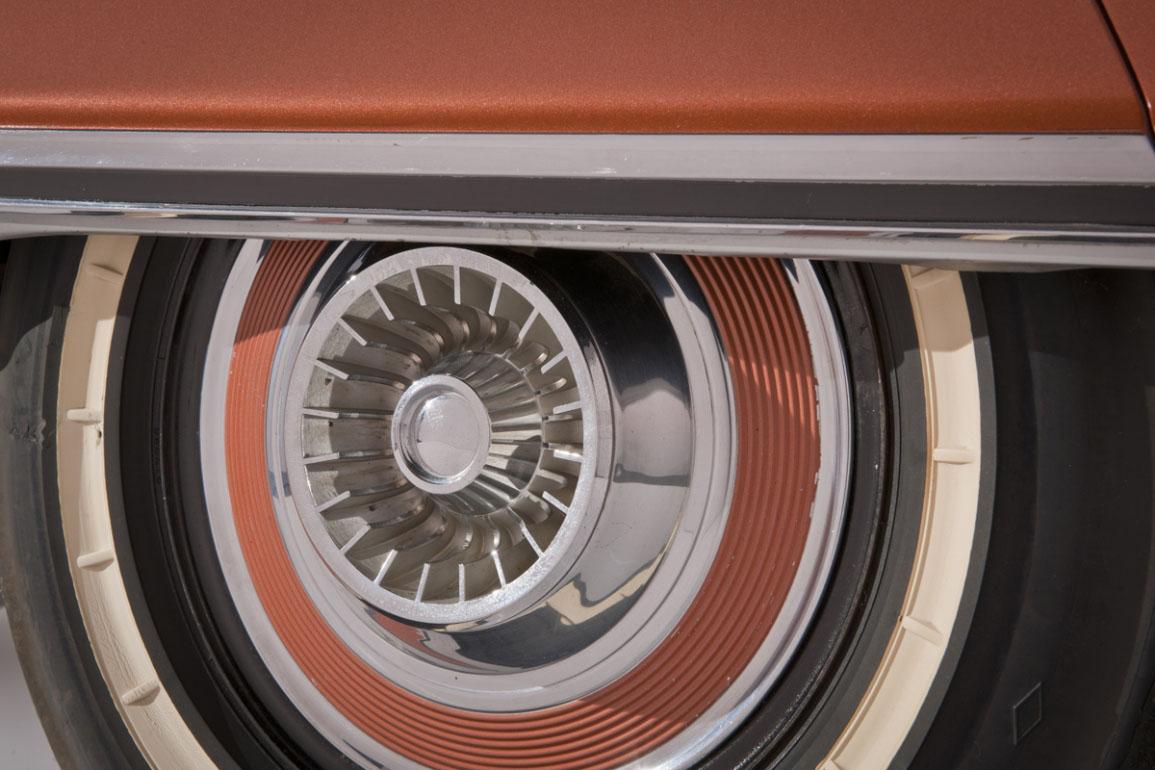 Også felgene hadde turbinmotiv, noe som var med på å gi Chryslers bil identitet som «The turbine car».