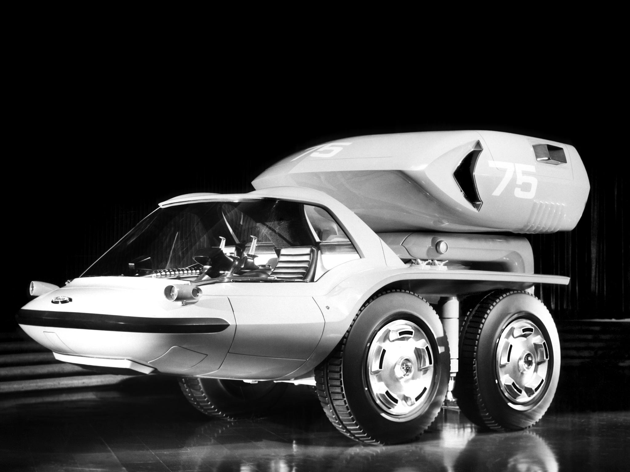 Verdensmessen i New York i 1964 huskes mest for introduksjonen av Ford Mustang, men GM viste også sin Bison med gassturbinmotor. Trucken var visstnok ikke kjørbar.