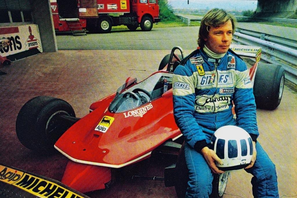 Didier Pironi på sitt første fotoshoot for sin nye arbeidsgiver Ferrari på tampen av 1980-sesongen. Legg merke til at Pironi fortsatt bruker sin Ligier-kjøredress. Foto: Ferrari