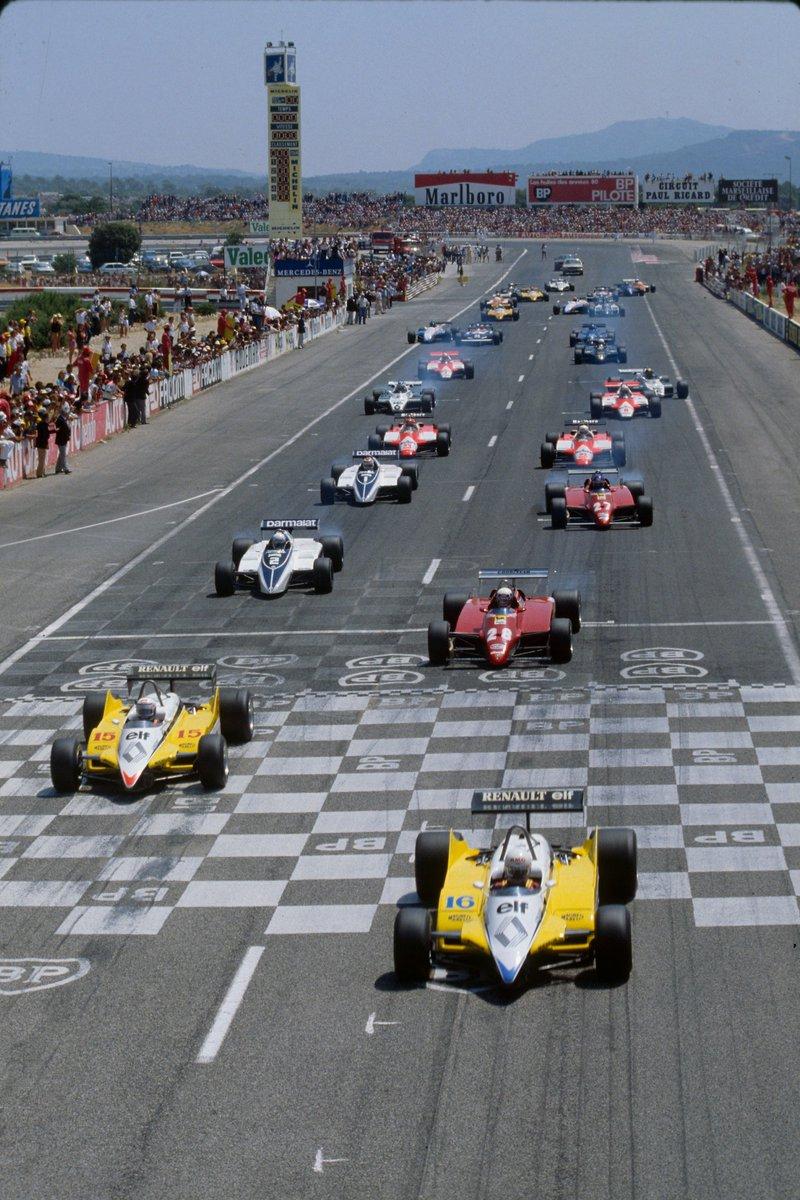 Starten går for Frankrike GP 1982, med de to Renaultene i tet, fulgt av Pironi i sin Ferrari, og Patrese i Brabham. Løpet endte med intern krangel hos Renault, og en tredjeplass for Pironi. Foto: Renault