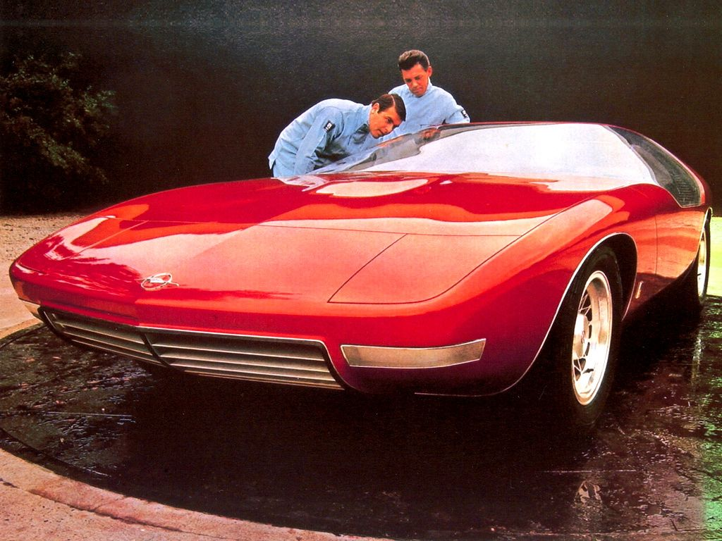 Mesterverket Opel CD etter at den hadde blitt lakkert rød.