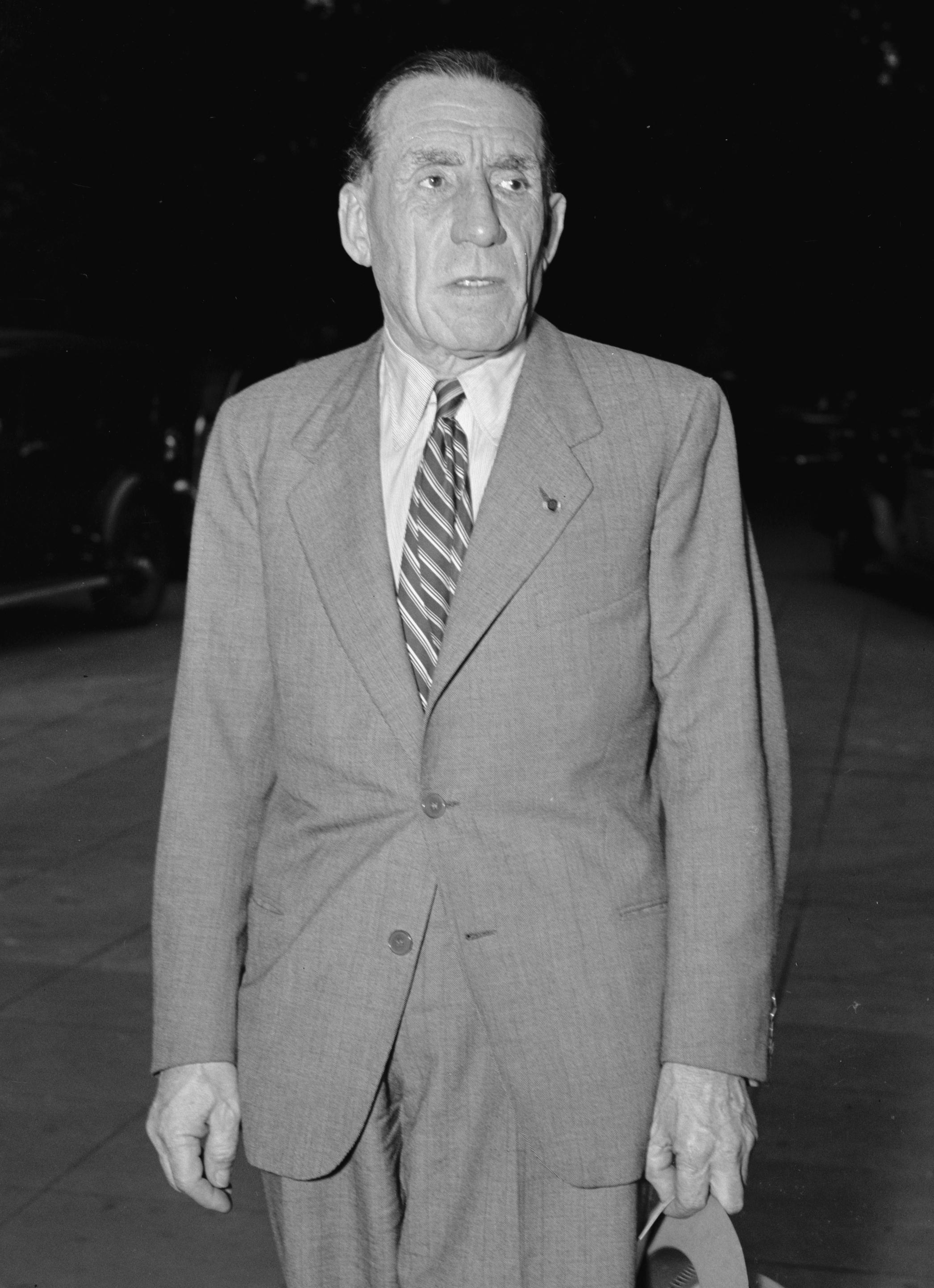 Louis Renault tok ofte turer til USA for å lære av amerikansk bilindustri. Her avbildet i Washington i 1940.