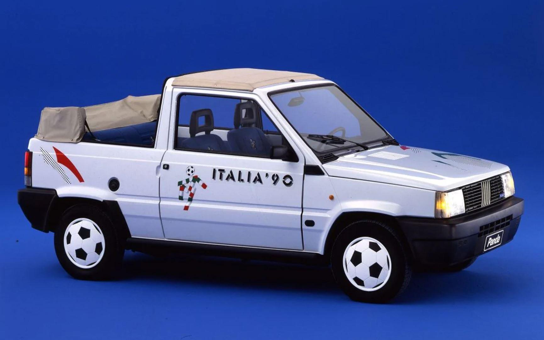 Slik så kabriolet-versjonen ut. Denne kjørte ut på stadion før kampene i VM.