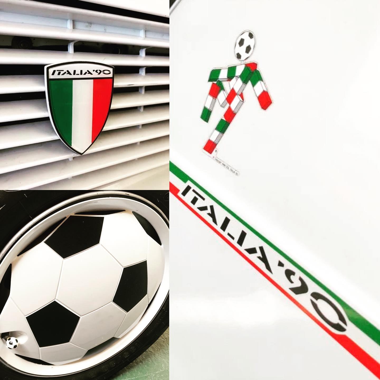 Detaljebilder av Scudettoen, kapslene og merkene på C-stolpen. Foto: Fiat Panda Italia 90 register