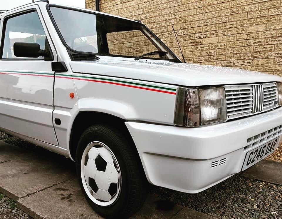 En nærmere titt på den utrolige bilen. Foto: Fiat Panda Italia 90 register