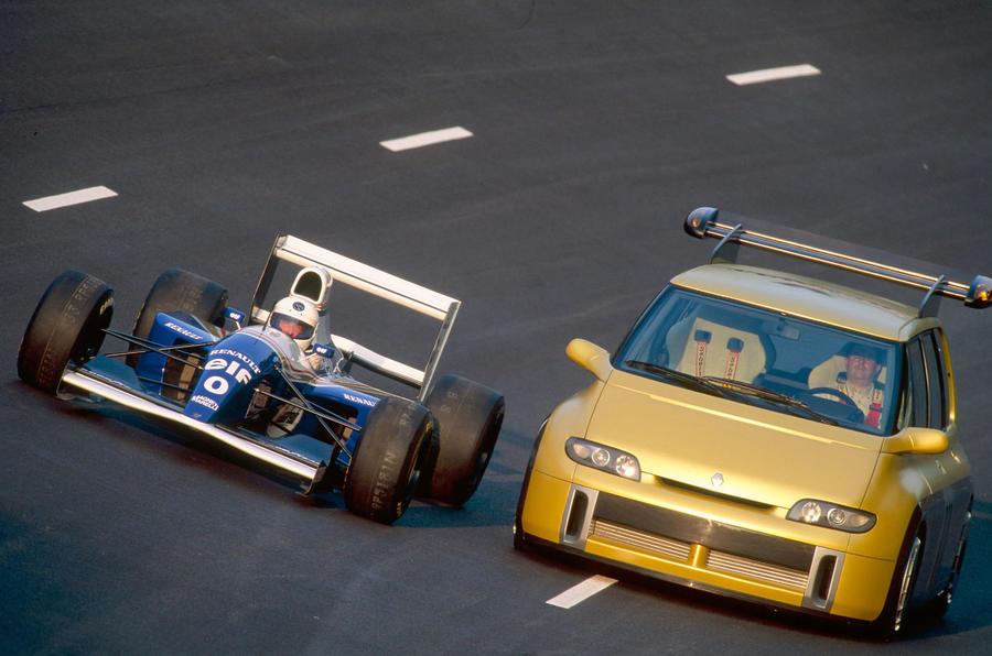 Williams FW15C og Renault Espace F1 side om side.