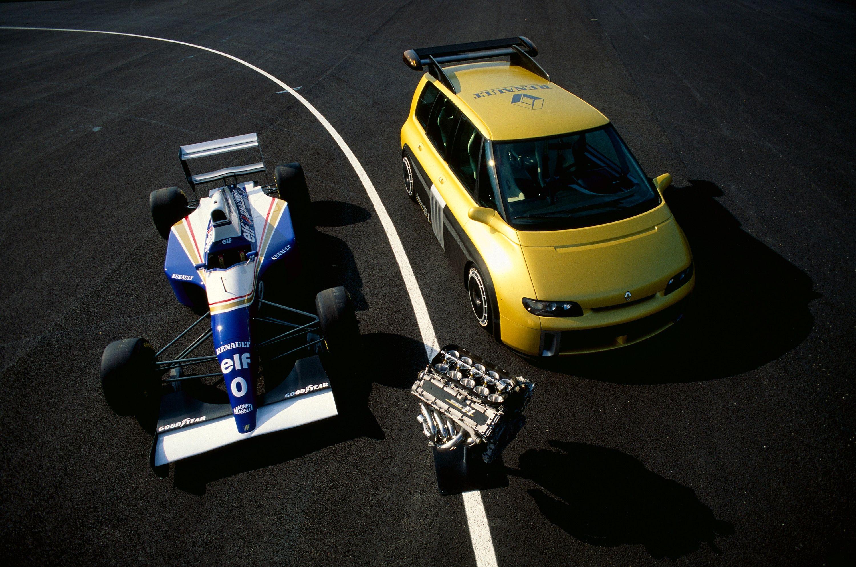 Williams FW15C og Renault Espace F1 deler både motor og girkasse.