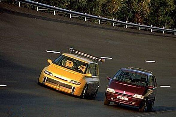 Renault Espace F1 og en vanlig Renault Espace