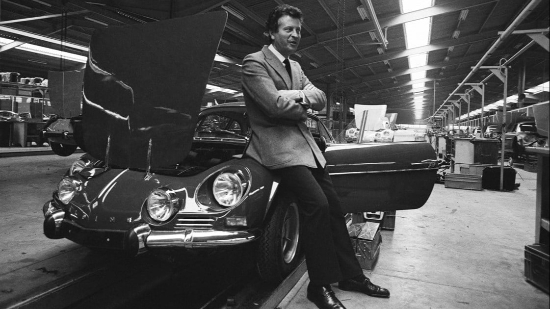 Jean Rédélé. Den yngste Renaultforhandleren i Frankrike noensinne.