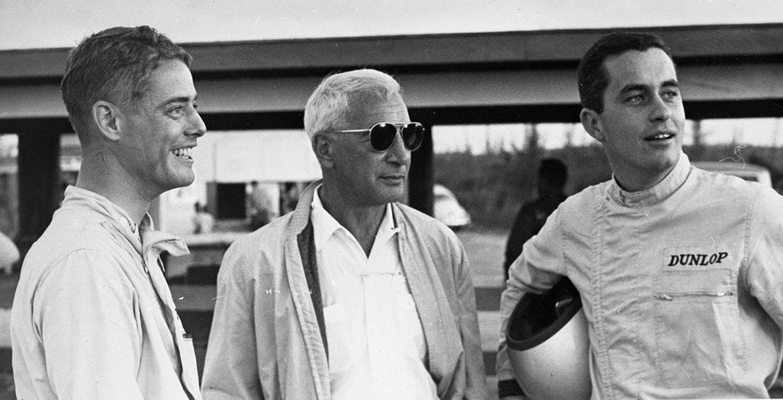 Zora Arkus-Duntov sammen med Augie Pabst(til venstre) og Roger Penske(til høyre) i Nassau