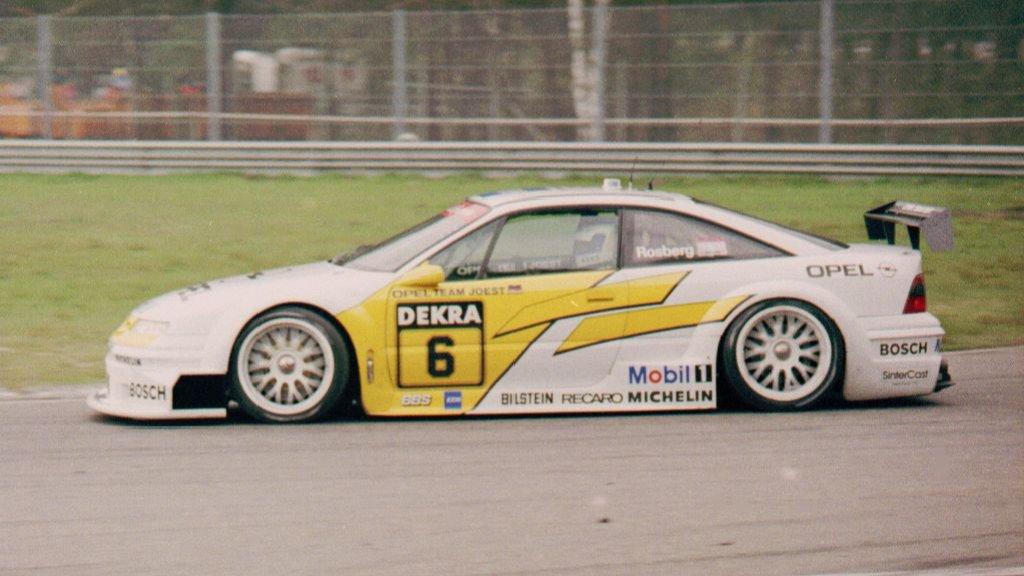 Steintøff Calibra under et av mange DTM-løp.