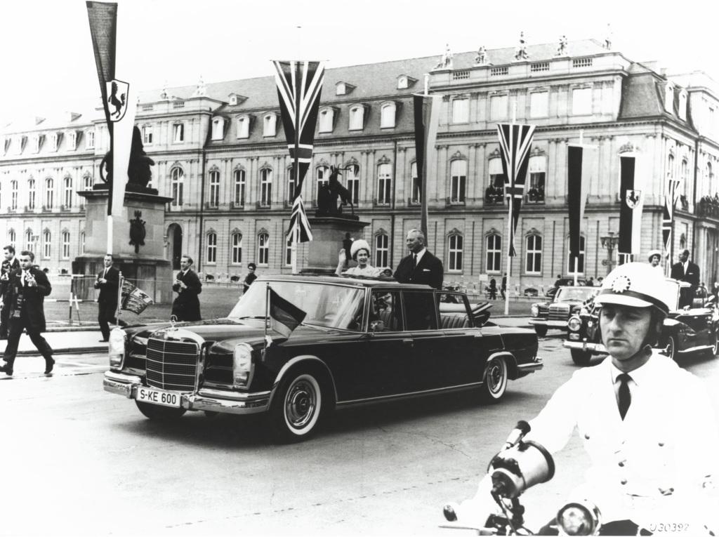 Dronning Elisabeth II på statsbesøk i Stuttgart i 1966.