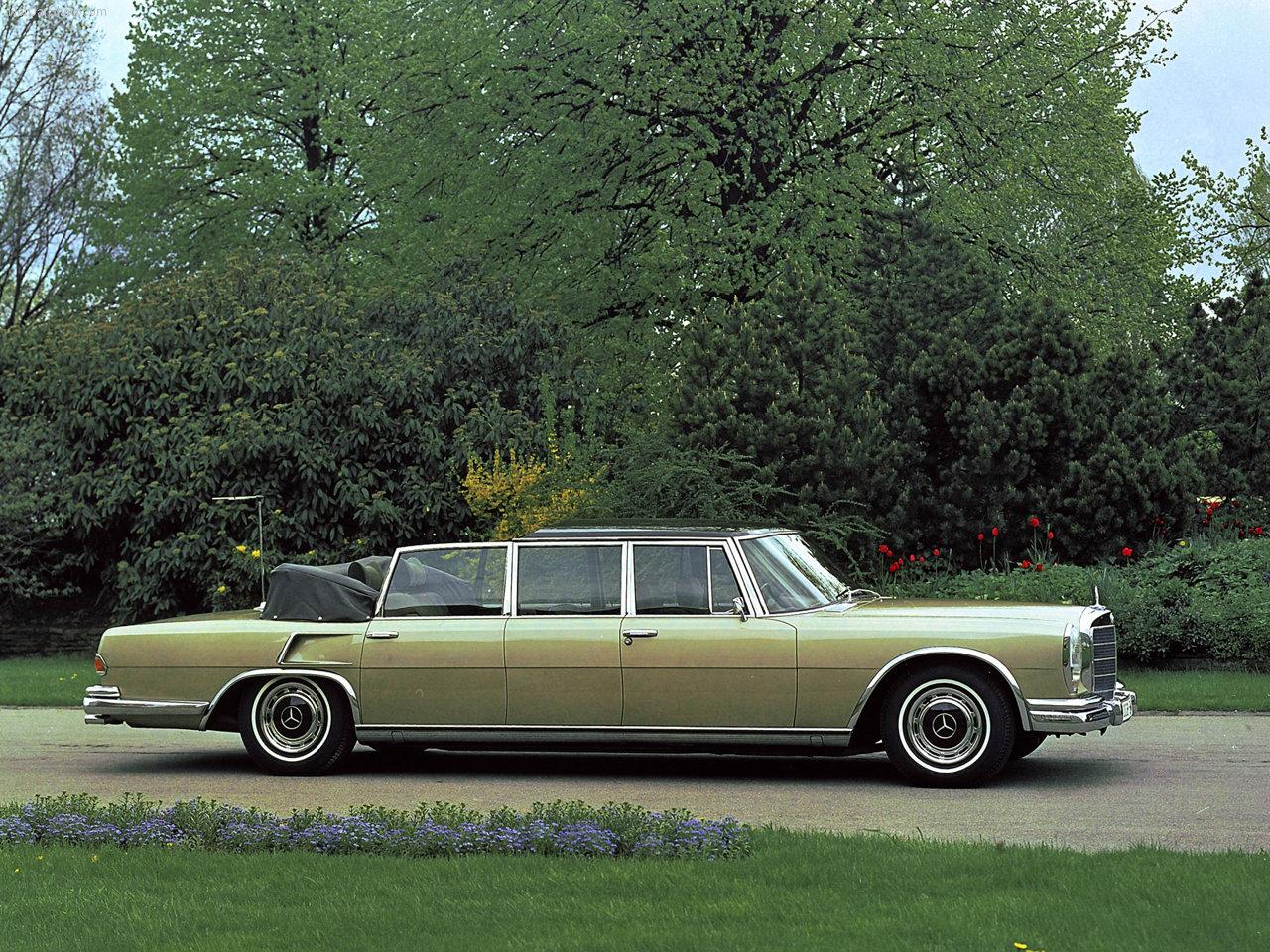 Landaulet versjonen med soft top bak.