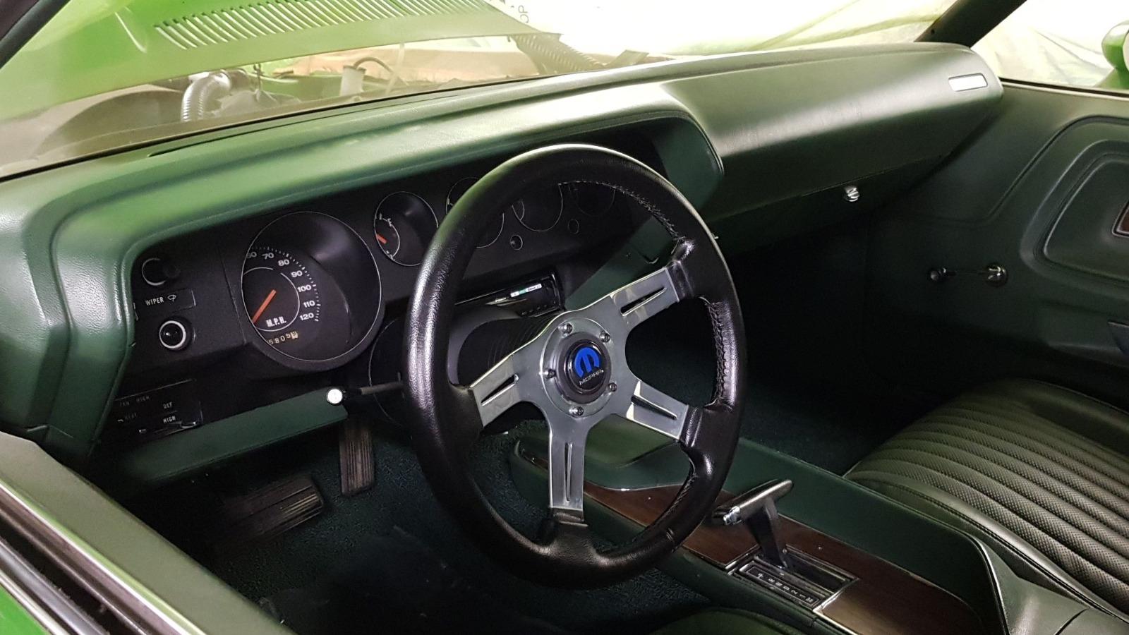 Alt du trenger er et sportslig ratt og speedometer.