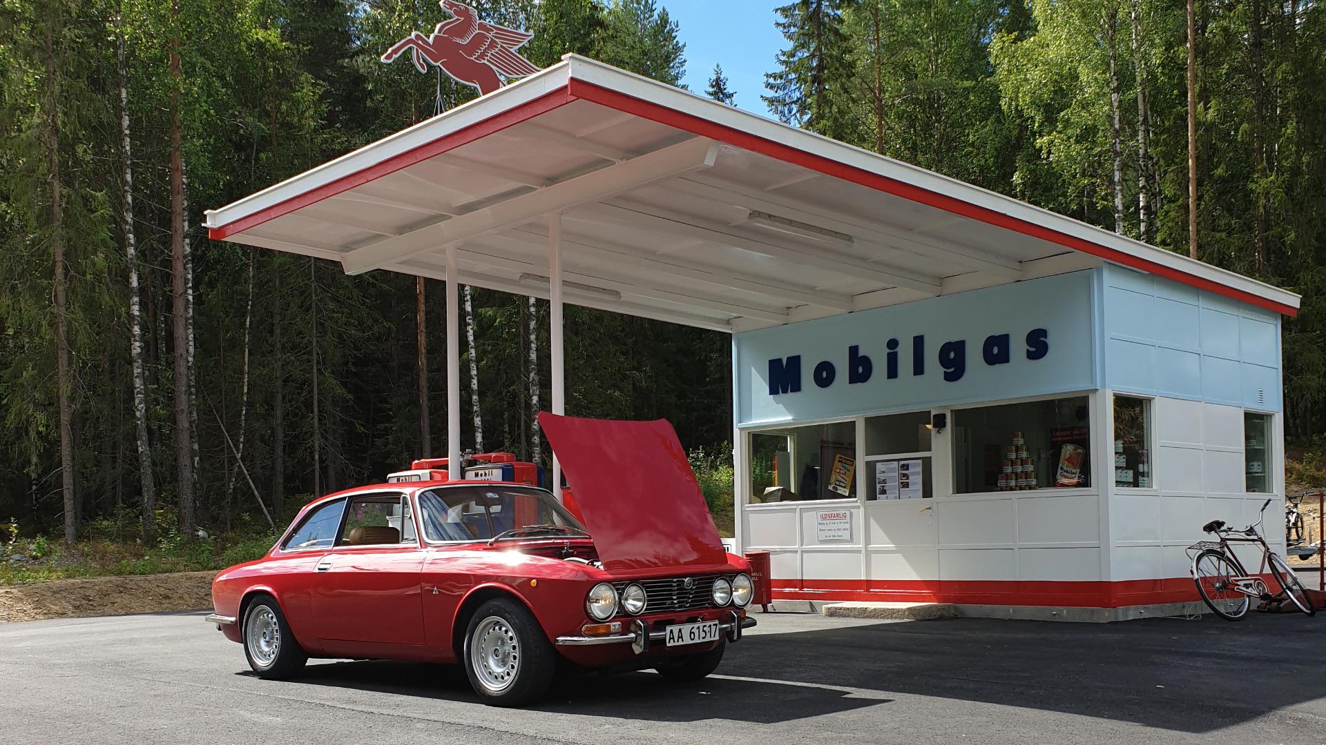Ukas bil 1975 Alfa Romeo GTV 2000 Bertone 2.0 Twin Cam
