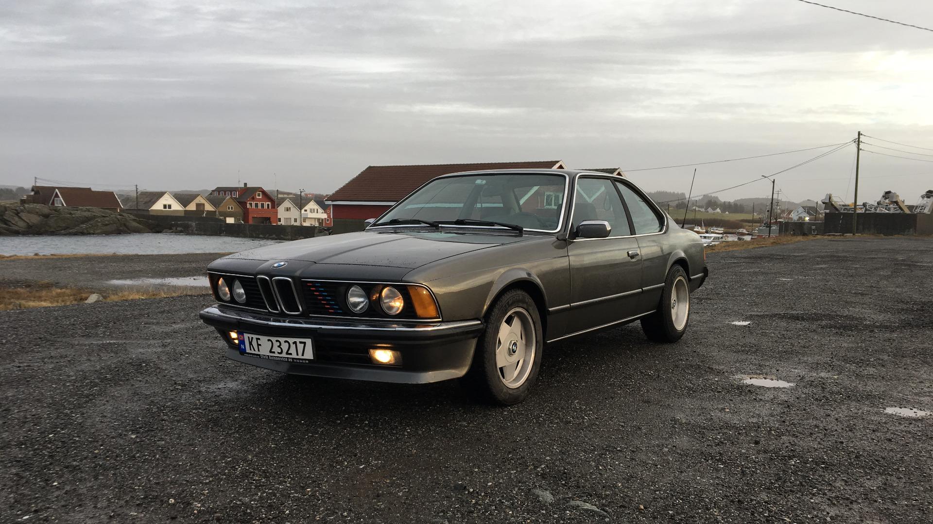 BMWen med de gamle felgene.