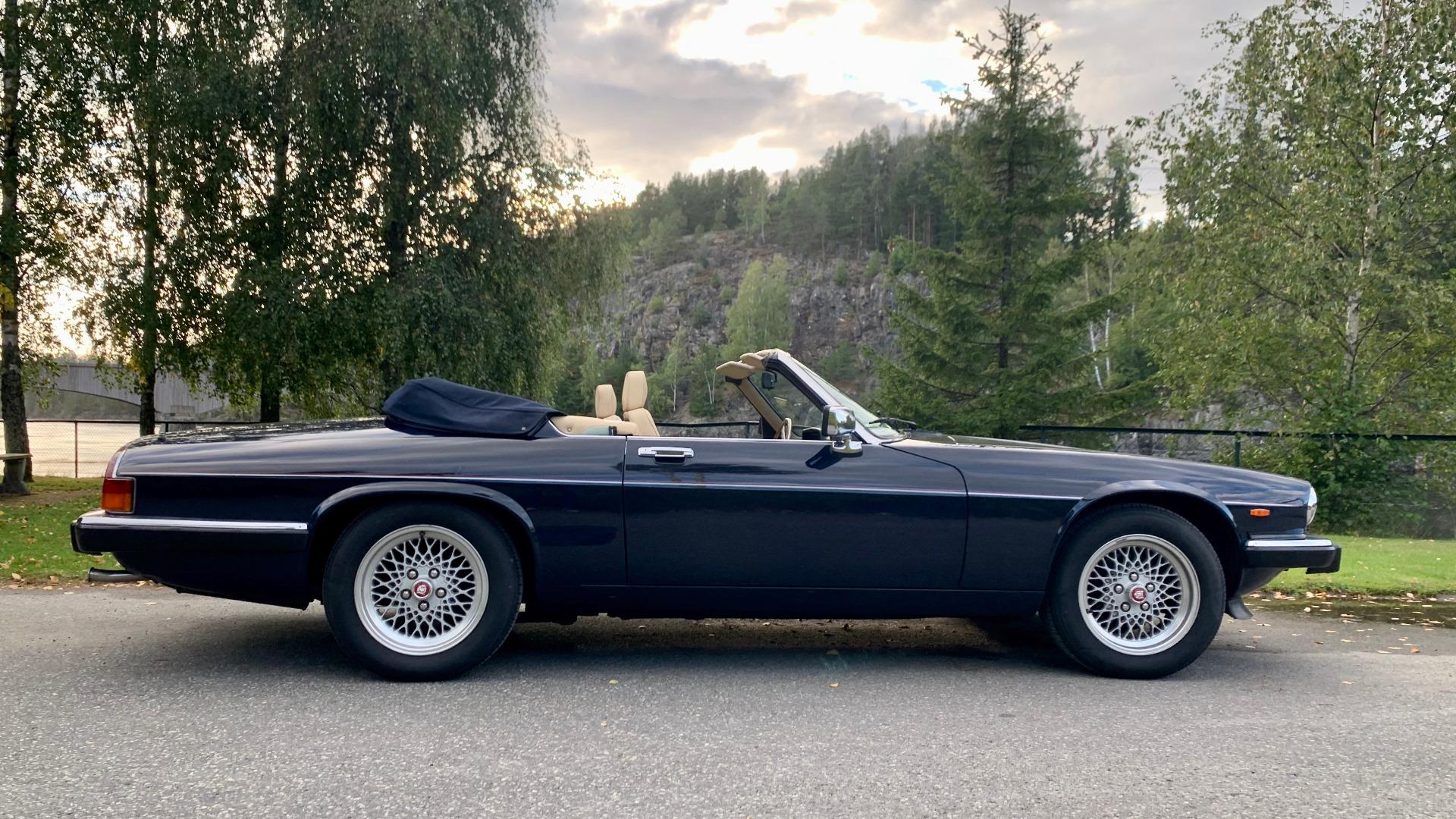 Jaguar XJ-S sin sideprofil er ikke ueffen!