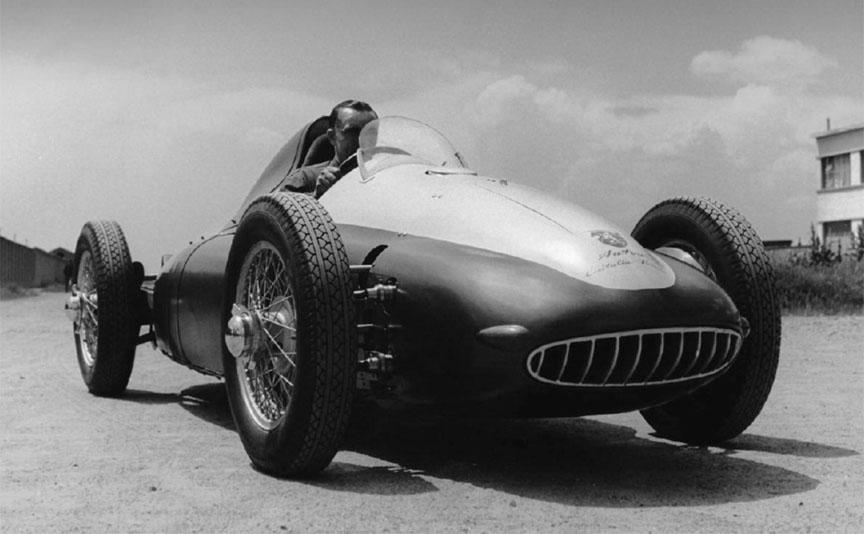 Abarth var en del av teamet som stod bak Cisitalia Grand Prix-maskinen fra 1949, som var beregnet for den nye serien Formel 1 som trådte i kraft i 1950. Dessverre kollapset prosjektet grunnet pengeproblemer.