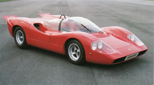 Abarth 2000 vant 7 internasjonale sportsvognløp fra 1967 til 1973, og tok også hjem 23 klasseseire i tillegg. Den er kanskje mest kjent for det norske folk gjennom sin rolle i filmen Flåklypa Grand Prix.