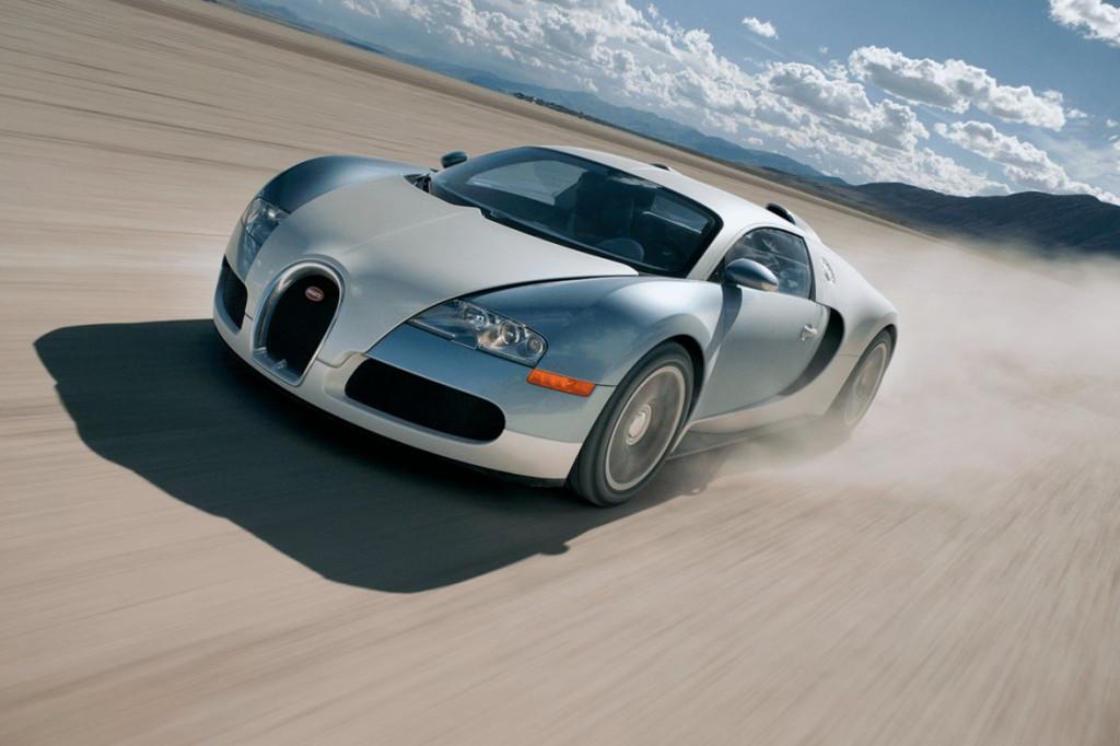 Bugatti Veyron: Den moderne superbilen. Med voldsomme tekniske løsninger, over 1000 hester og 0-100 km/t på ballistiske 2,46 sekunder ble den et mekanisk vidunder for mange.