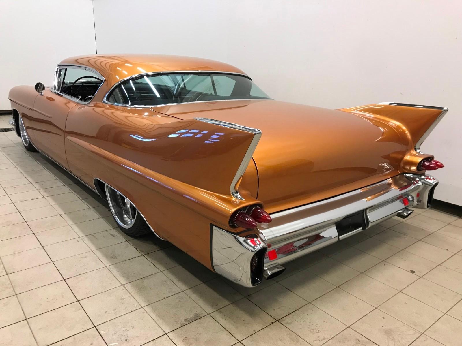 Nydelig bakpart med mye deler fra 1958 Cadillac