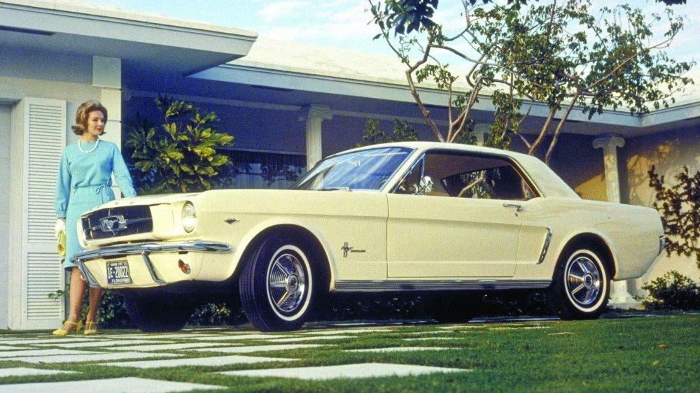 Ikonisk bilmodell som definerte et helt nytt bilsegment for verden og seg selv – pony cars. Mustang, modellnavnet på den bilen de fleste i verden kjenner til.