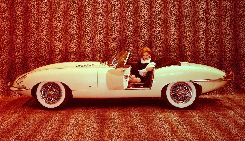 Jaguar E-type: Går igjen på de fleste lister over hva som er verdens fineste bil. Selv Enzo Ferrari skal visstnok ha sagt seg enig i det.