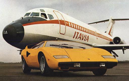 Lamborghini Countach blir kalt den ultimate posterbilen. Brutalt design og brutal ytelse – drømmebil for de fleste på 70- og 80-tallet.
