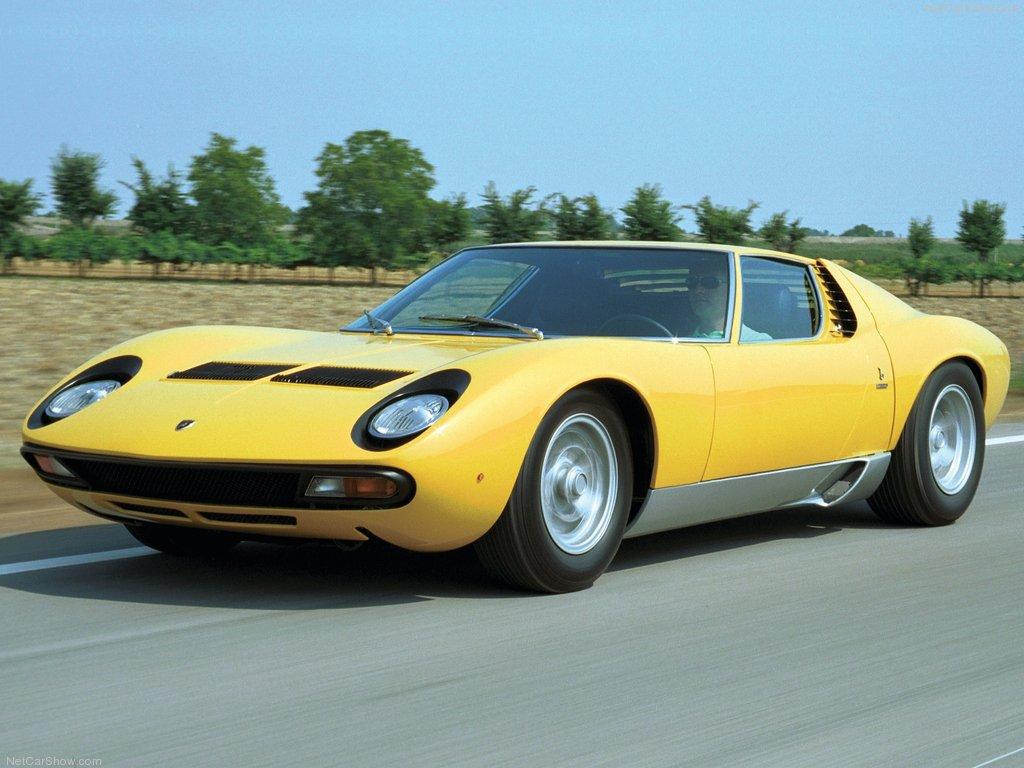Lamborghini Miura er legendarisk for sitt vakre utseende, og bilen som startet det moderne superbil segmentet med midt-montert motor. I motsetning til Alfa Romeo 33 Stradale og Ford GT40, kom Miura rett i salgslokalene uten å ha vært på racerbanen først.