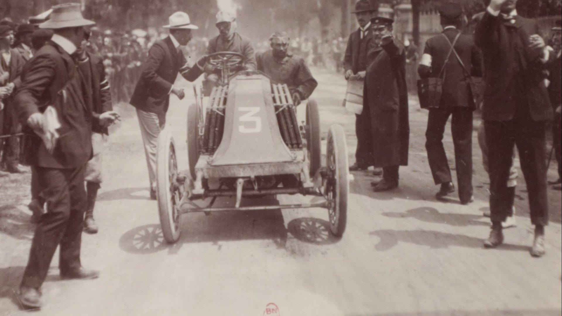 I 1903 stilte Renault opp med biler for både Louis og Marcel i Paris-Madrid løpet. Det fikk fatale konsekvenser for en av dem.