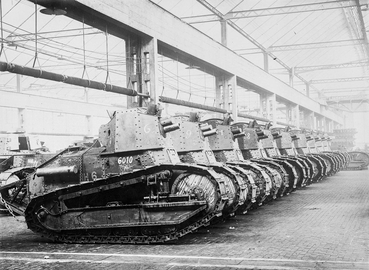 Renault FT blir av mange militærhistorikere beskrevet som den første moderne stridsvogn, siden den var den første hvor kanontårnet kunne dreies.