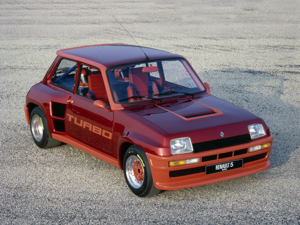 Renault 5 Turbo i all sin prakt.