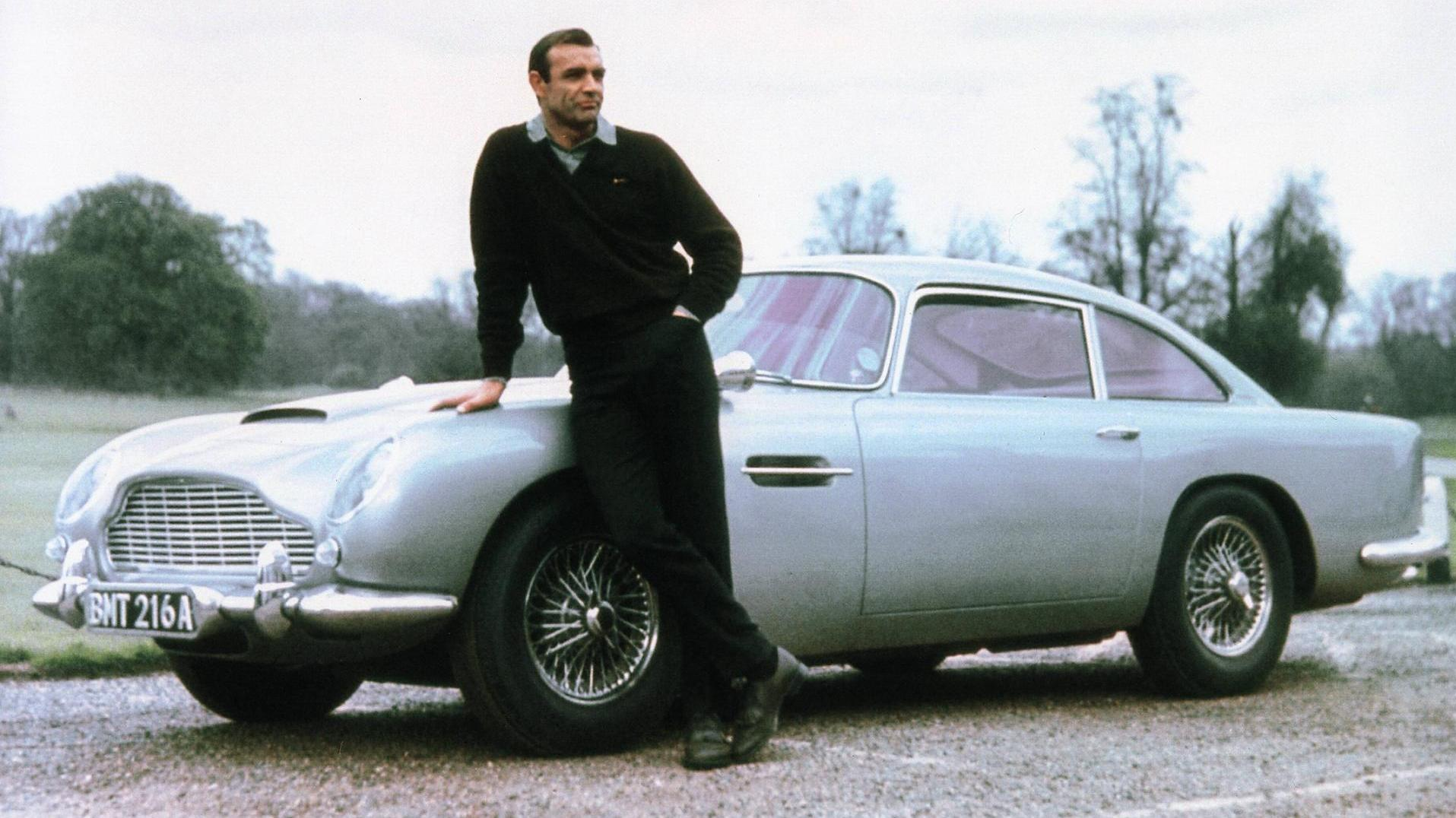Sean Connery som James Bond, og hans Aston Martin