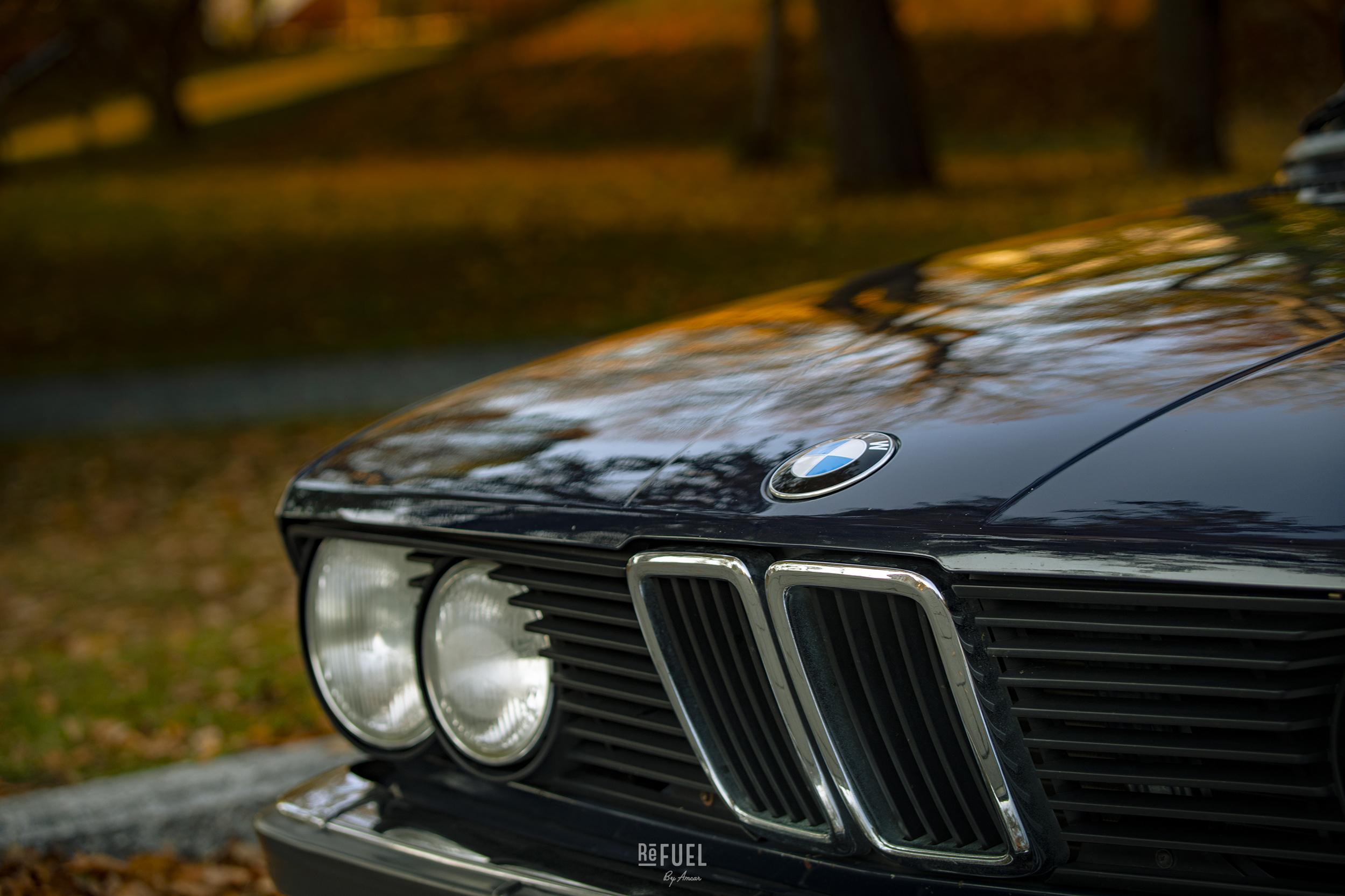 Runde lykter og kvass front er kjennetegn på disse bilene.