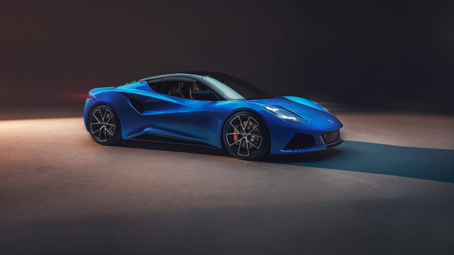 Den nye Emira har dramatiske linjer med designelementer vi kjenner igjen fra andre moderne sportsbiler.