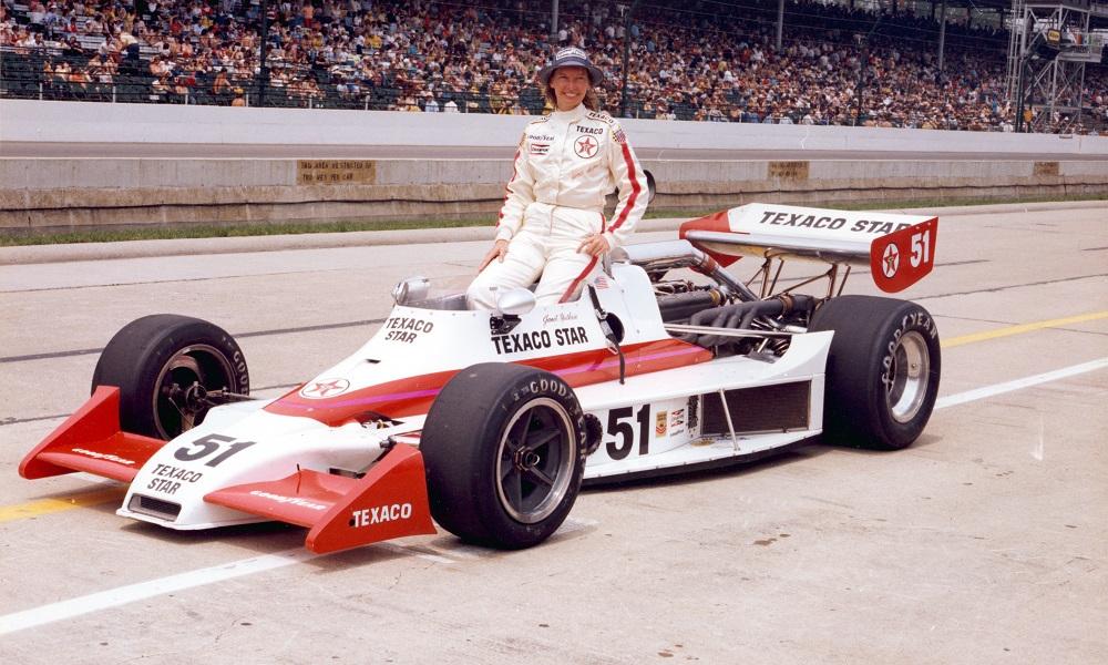 Janet Guthrie var den første kvinnen som kjørte Indy 500
