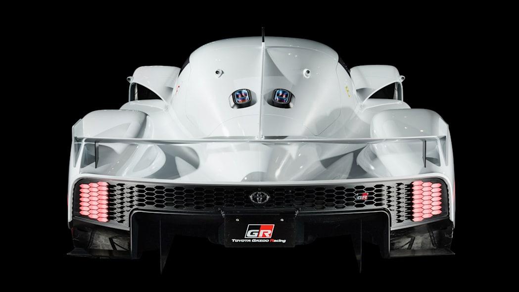 Under dette skallet skjuler en 2,4-liters twin turbo V6 med hybridsystem