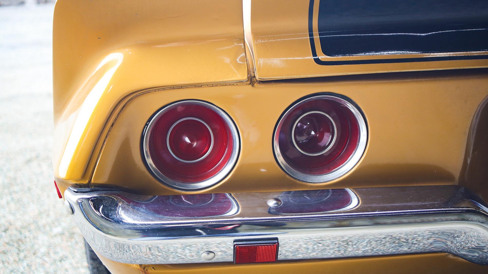 Fire knallrunde lykter avslutter bilen, oppgradert til LED.