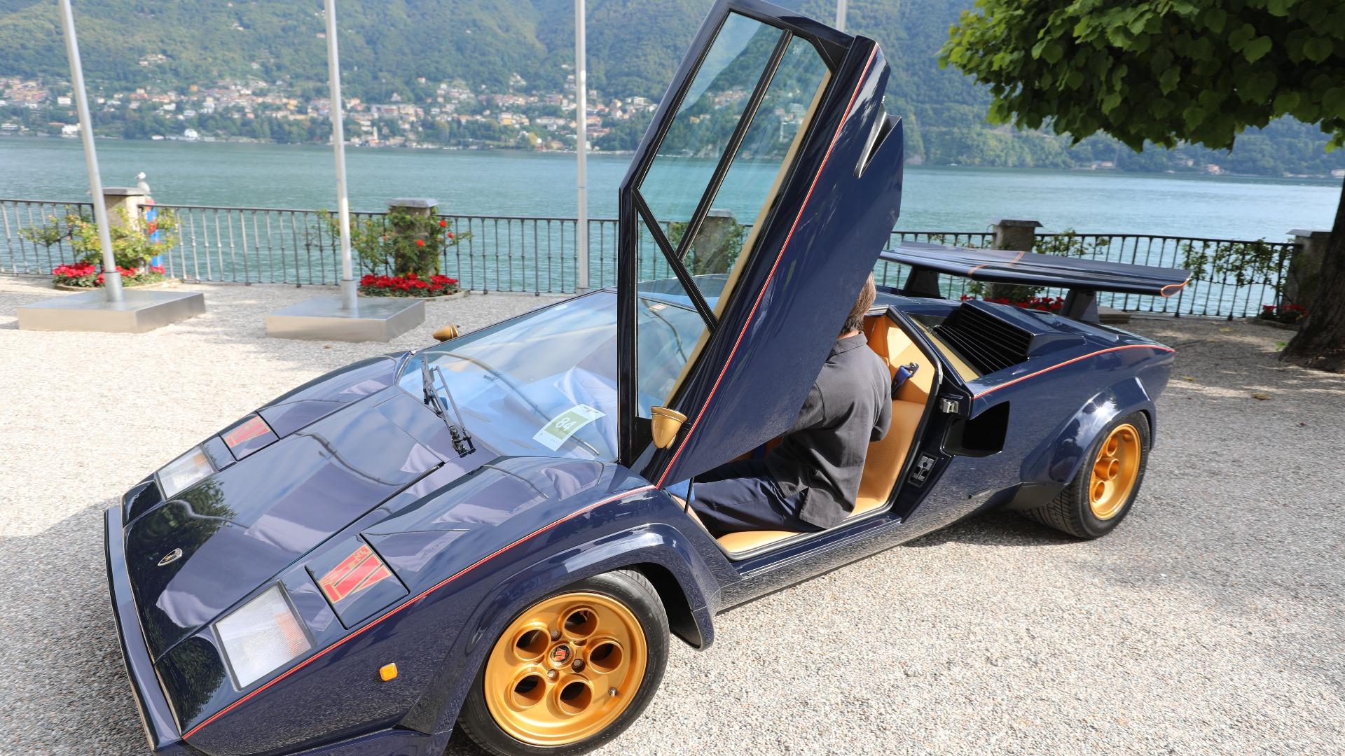 Å rygge med en Lamborghini Countach er en egen øvelse. På Villa D'Este holder det selvsagt ikke med en vanlig Countach, dette er Walter Wolf sin spesial-versjon fra 1978.