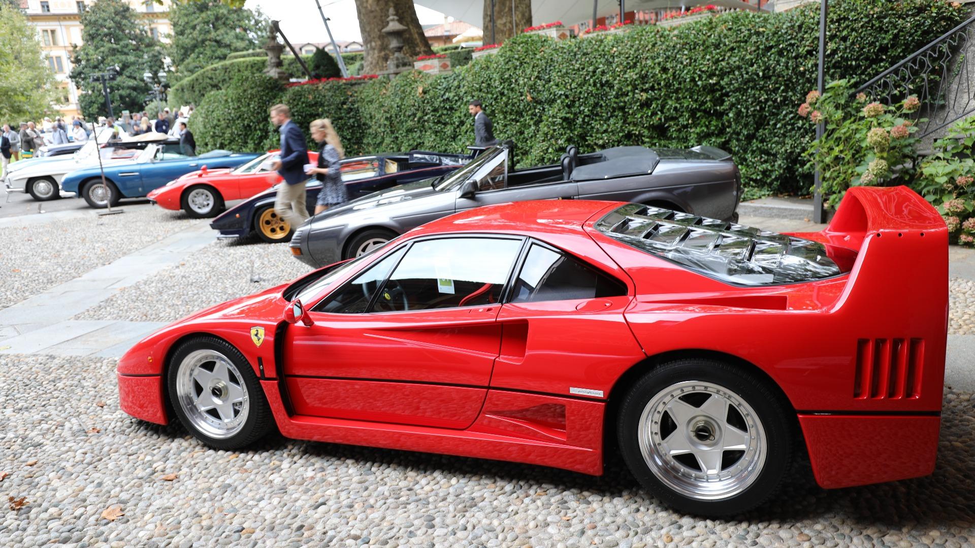 En slik rekke med biler vil du neppe få se noe annet sted enn på Villa D'Este.
