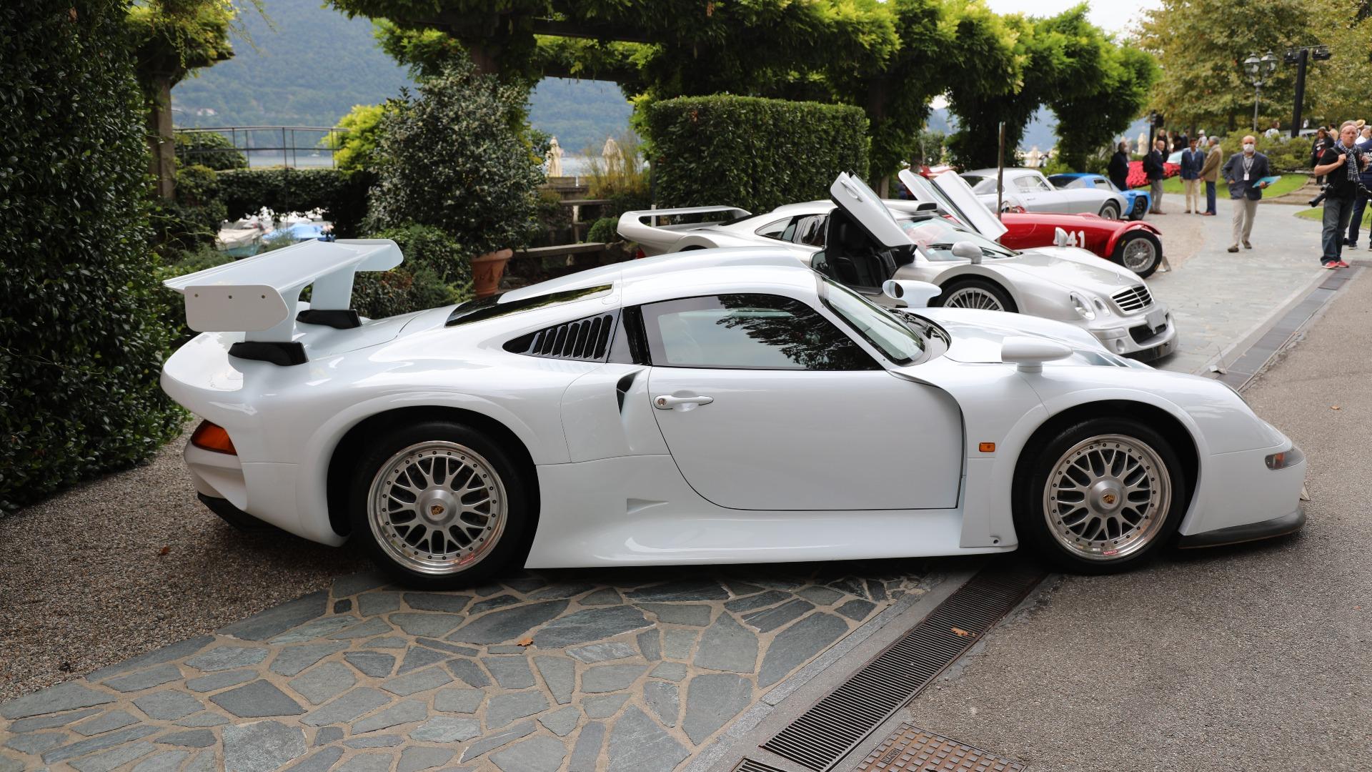 En 1996 Porsche 911 GT1, er noe av det sjeldneste man kan finne i Porsche-verdenen. Akkurat denne er enda sjeldnere, for dette er en av de to prototypene med 993-lys (gateversjonene fikk 996-lys).