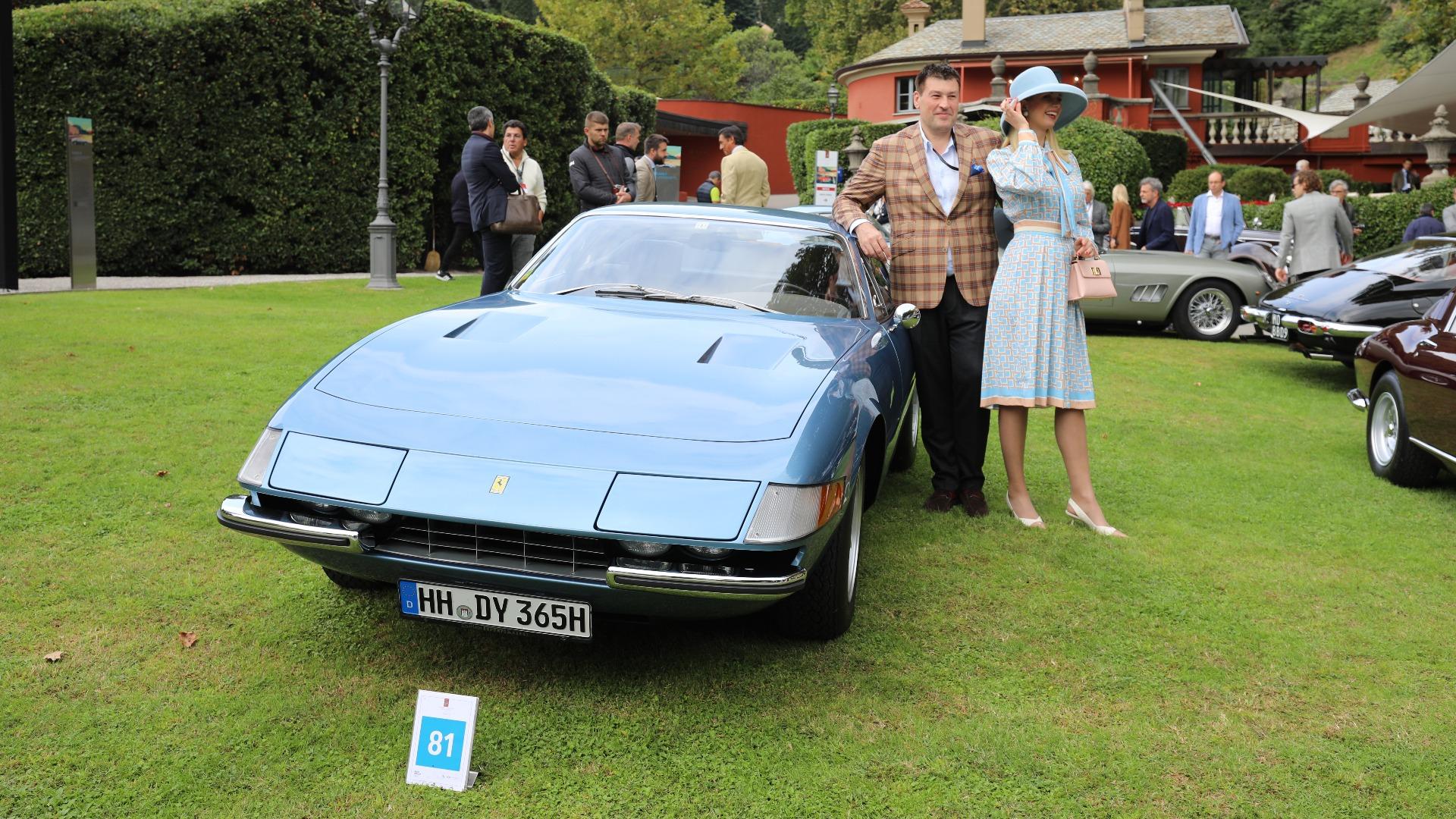 Har man først en utsøkt 1973 Ferrari 365 GTB/4 (gjerne kalt «Daytona»), så bør man kle seg deretter.