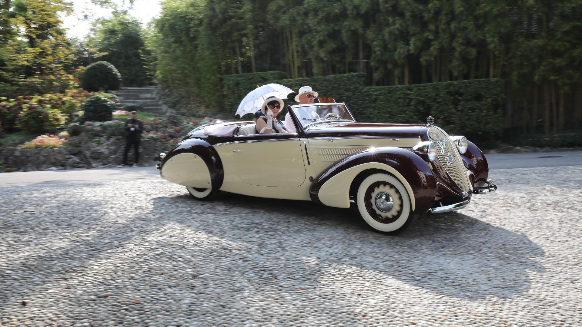 Steyr fra Østerrike har laget mye forskjellig opp gjennom årene, inkludert pene biler, som denne 1939 Steyr 220 Sport-Kabriolet med karosseri fra Gläser.