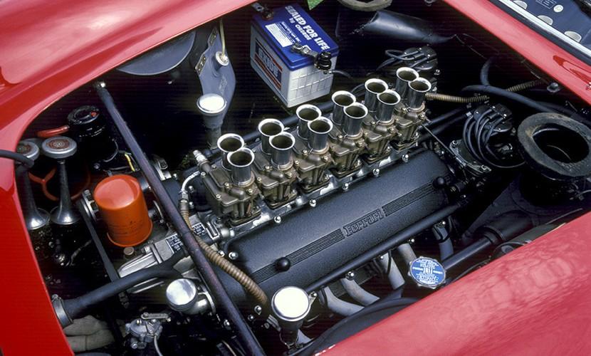 En italiensk V12 som går på bensin. Det er selve drømmen for mange bilentusiaster.