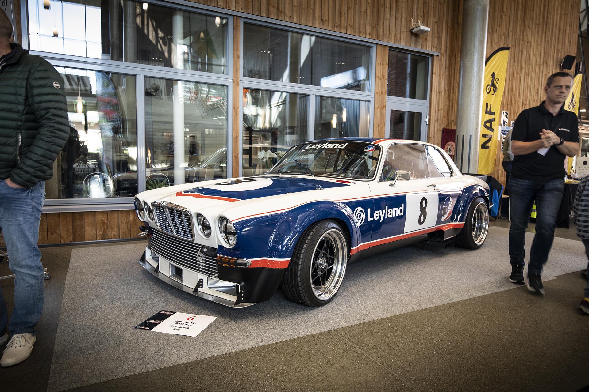 Dani Sandvik hadde med seg en griseheftig Jaguar XJC V12 Broadspeed i heftig racingstuk.
