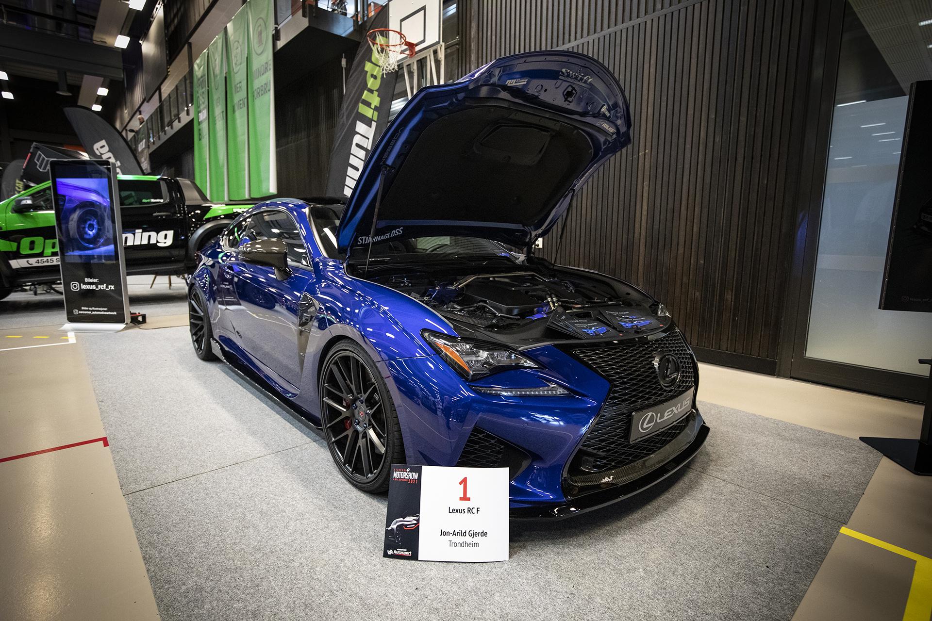 Det første man møtte på vei inn i hallen var Jon-Arild Gjerdes deilige Lexus RC F.