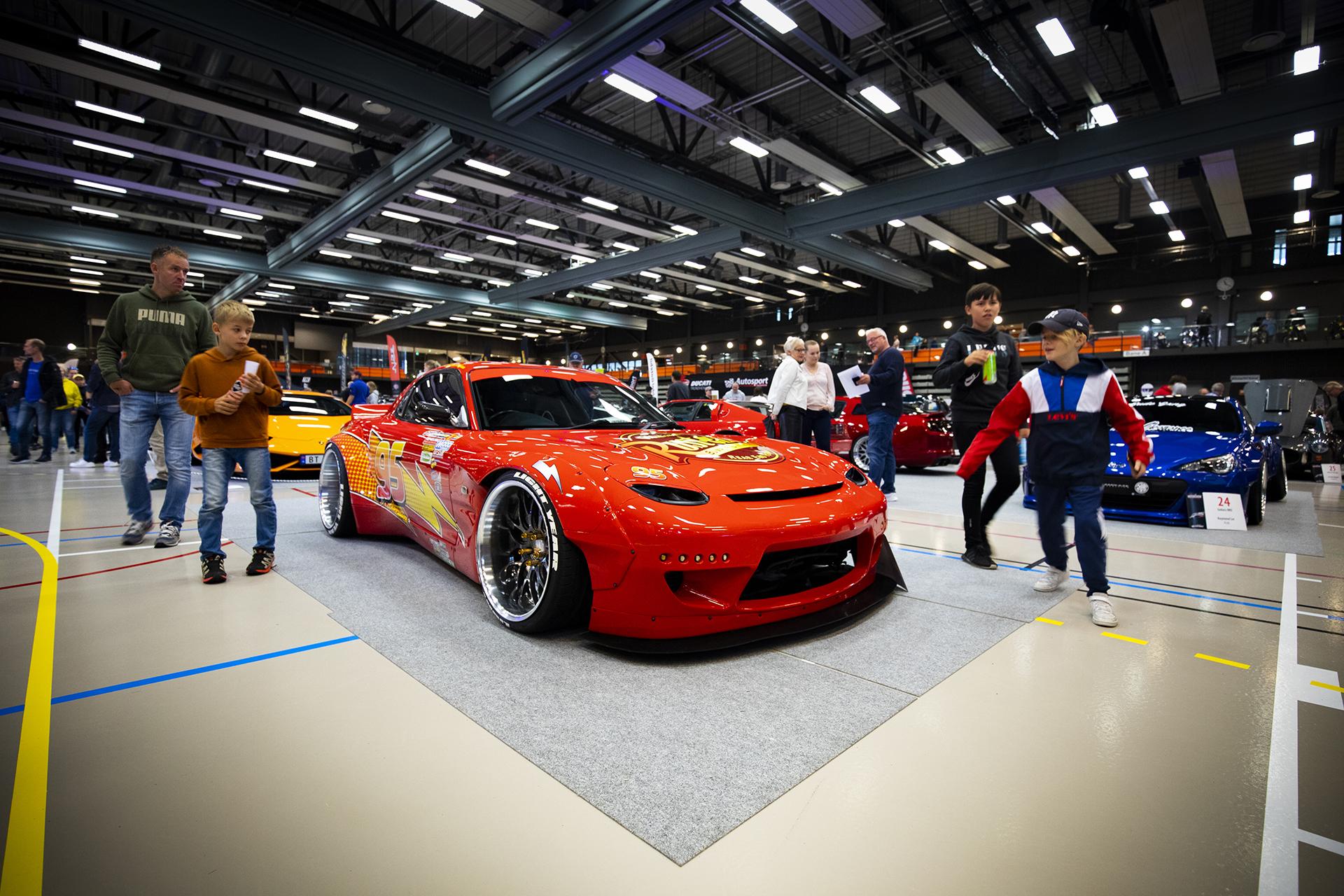 Kjetil Møkkelgårds ville ombygde Mazda RX7 med Lynet McQueen-dekor er alltid et blikkfang.