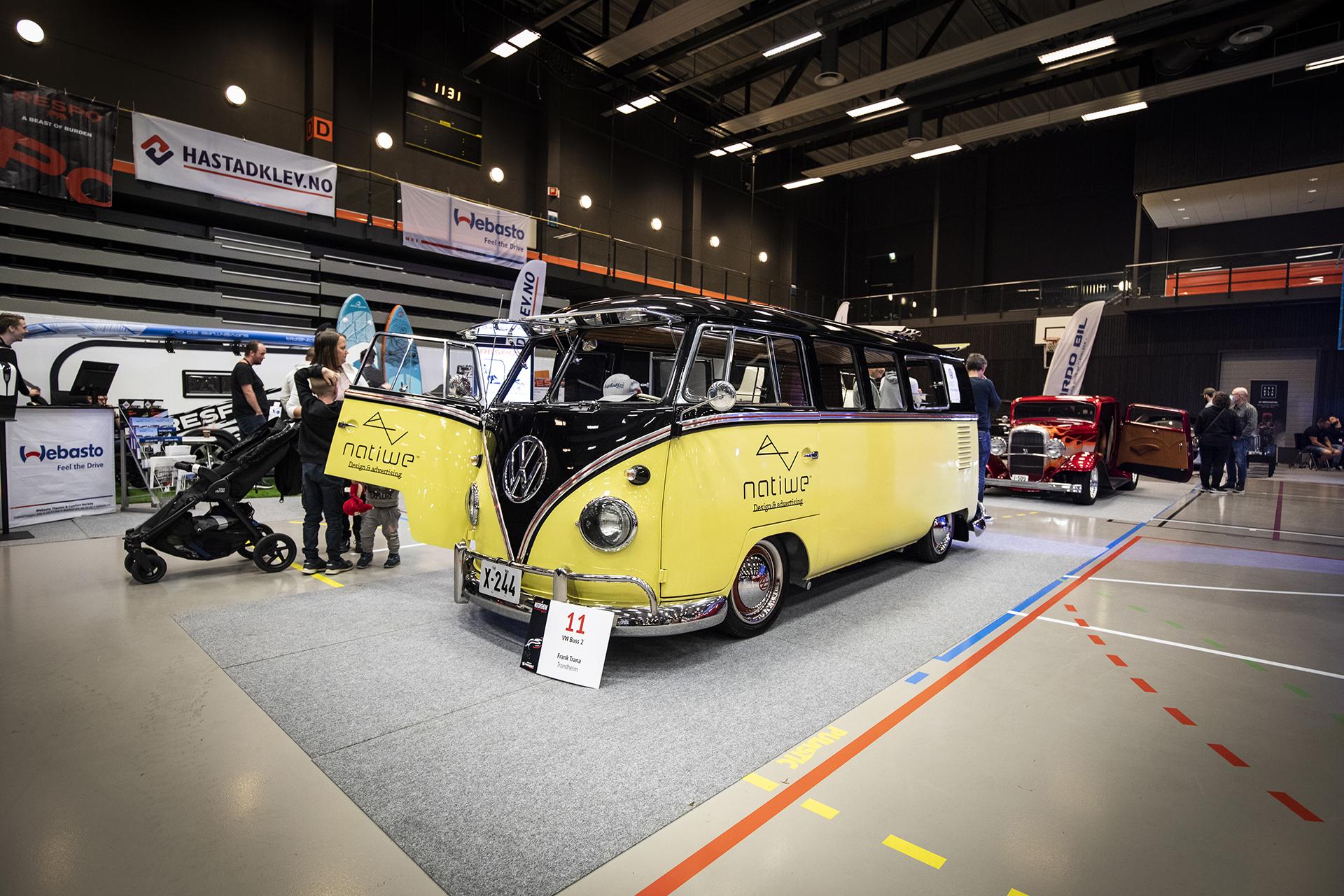 Frank Trana stilte med en forfriskednde VW buss.