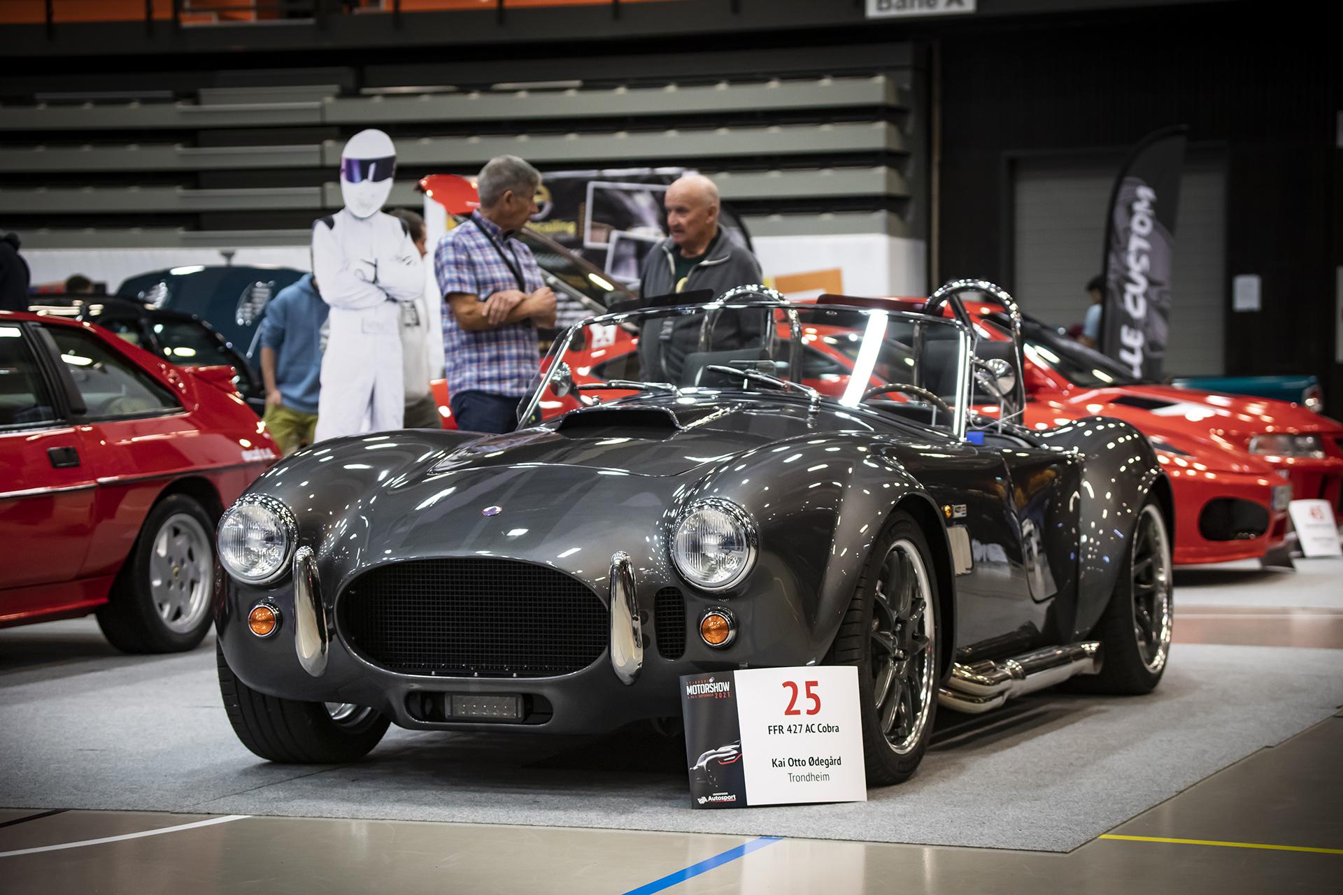 Kai Otto Ødegård stilte ut en helrå 427 AC Cobra fra Factory Five Racing.