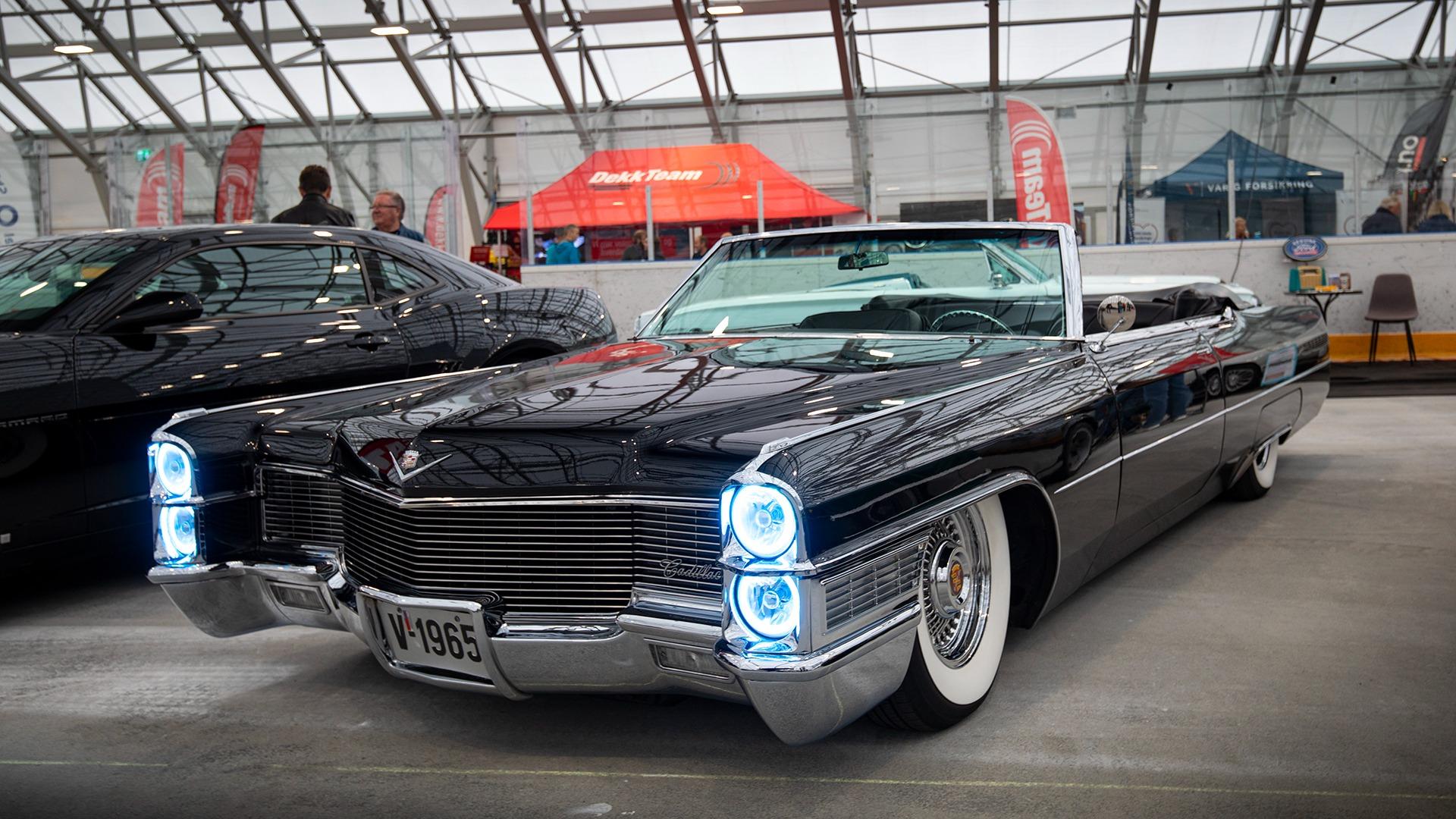 Arne Hansen rakk akkurat å bli klar til messen med sin vakre 1965 Cadillac Deville.